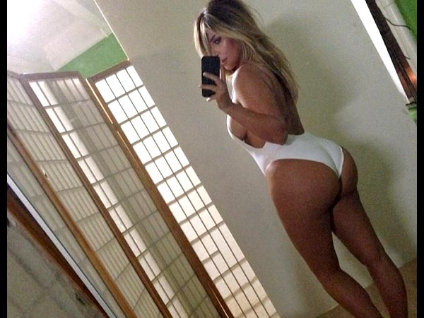 Things Only Kim Kardashian Can Do On Instagram