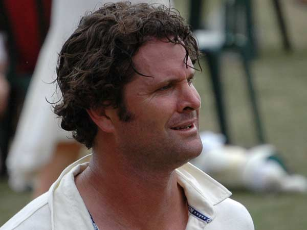 Chris Cairns Cleaning Bus Shelters Support His Family
