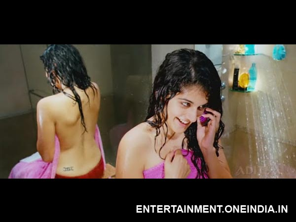 Hottest Backless Poses South Actresses