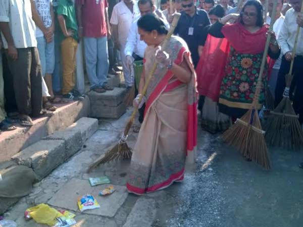 Launched Statewide Swachhta Abhiyan At Bapu S Birth Place Porbandar