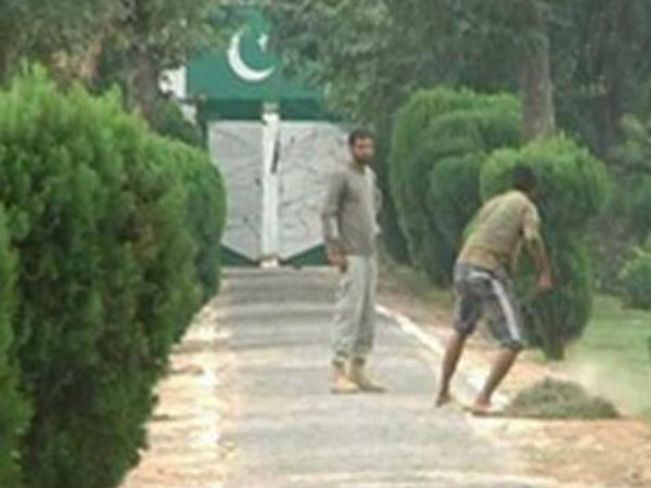 Pak Rangers Clean Their Posts After Seeing Bsf Jawans Tidying Up Their Posts
