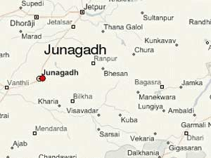 Crore Robbed Near Junagadh 3 Police Team Start Investigation