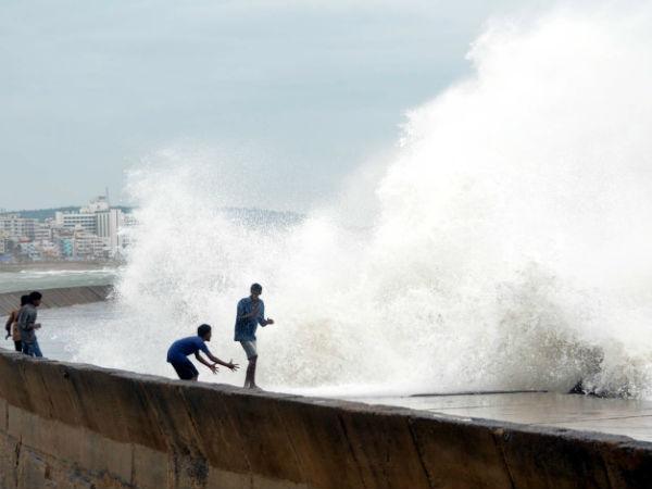 Pics Cyclone Hudhud Hits Odiaha Andhra Pradesh
