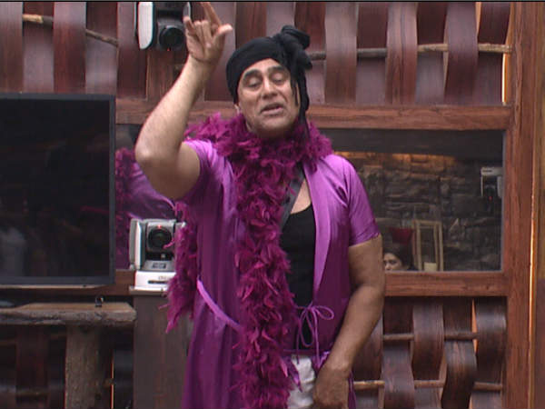 Puneet Issar Is Unbelievably Double Faced Deepshikha