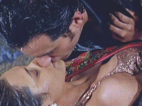 Death Anniversary Special Top Romantic Scenes From Yash Chopra Films