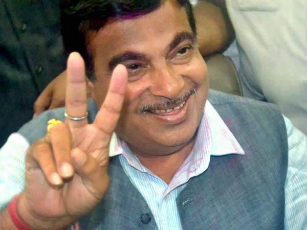 Politicians Head Persuade Nitin Gadkari Become Maharashtra Cm