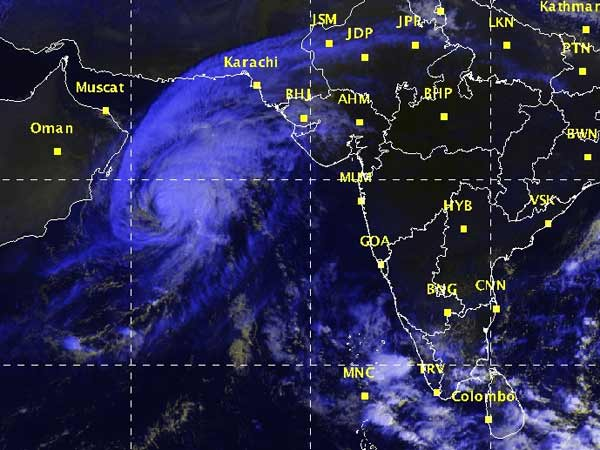 Gujarat-on-measures-taken-to-tackle-Nilofar-cyclone-03
