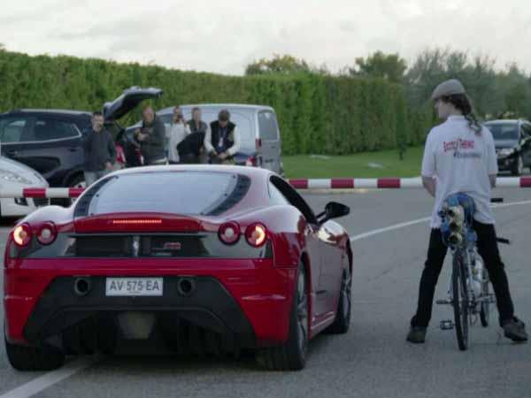 Ferrari F430 Scuderia Defeated A Cycle