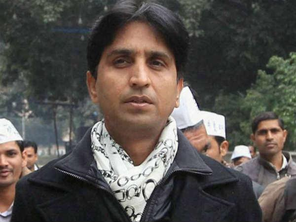 Kumar Vishwas Allegedly Caught Sleeping With Lady Volunteer