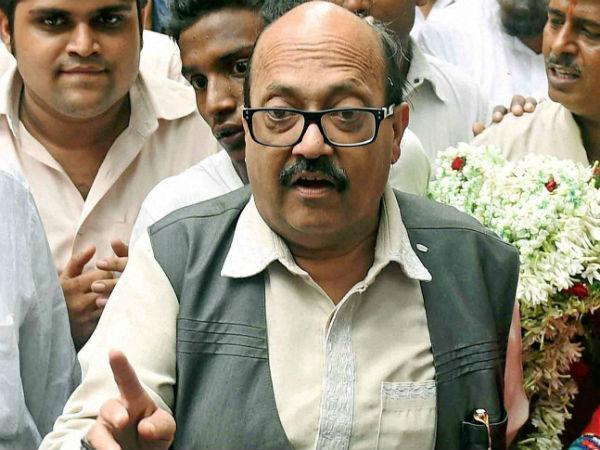 Former Samajwadi Leader Amar Singh Reached Gorakhpur Meet Mahant Yogi Adityanath