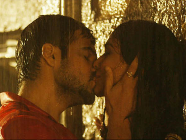top-10-kissing-scene-emraan-raja-natwarlal-10-1