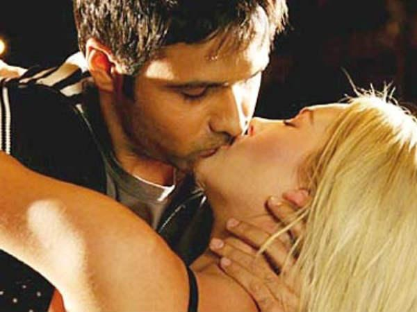top-10-kissing-scene-emraan-raja-natwarlal-6