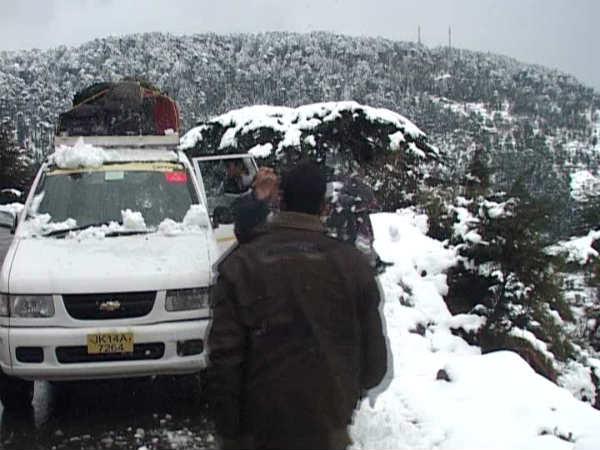 Pics New Year Celebration On Snow In Jammu Kashmir
