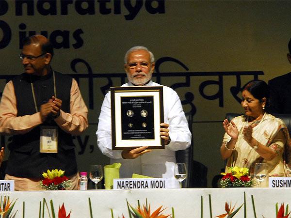 Prime Minister Launched 100 Rs Coin Pravasi Bhartiya Divas