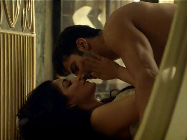 See 10 Hot Pictures Varun Dhawan Yami Gautam From Jee Karda Song Badlapur