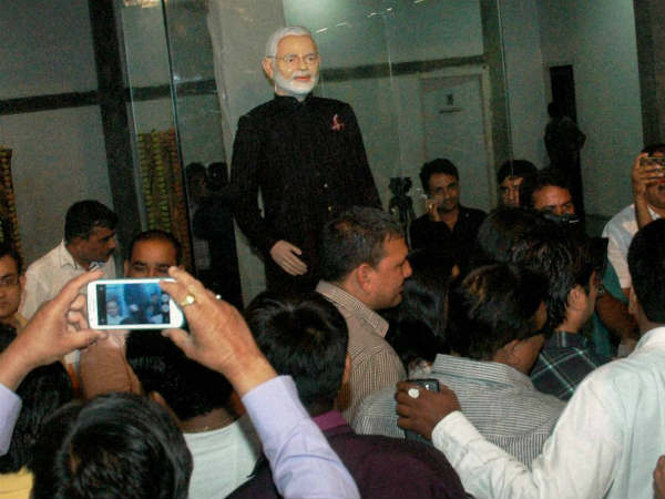 Pm Narendra Modi S Monogrammed Suit Goes Under The Hammer Rs 4 31 Crore