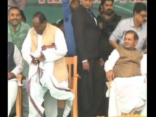 Jdu Leader Ramai Ram Bedeviled With Wardrobe Malfunction At Rally In Patna
