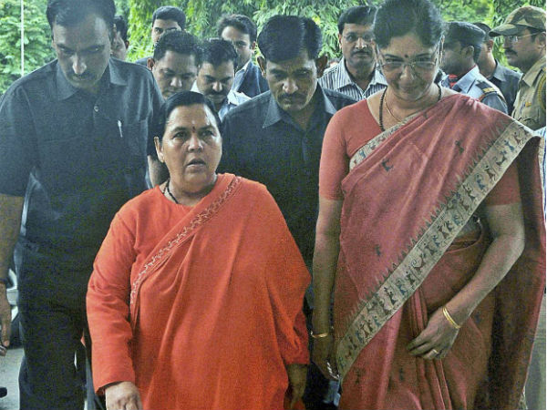 Jhansi Uma Bharti Supporters Allegedly Stop Train For Her At Jhansi Station