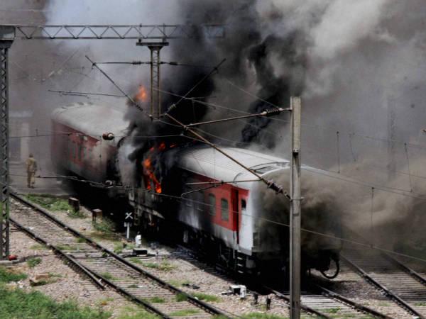 Fire Breaks In 2 Rajdhani Express Trains At New Delhi