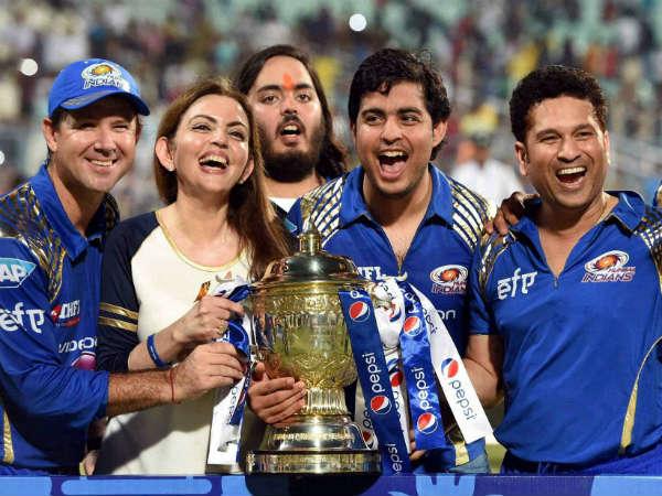Pics Mumbai Indians Team Celebrate Trophy Winning Ipl 8 Final Chennai Super Kings
