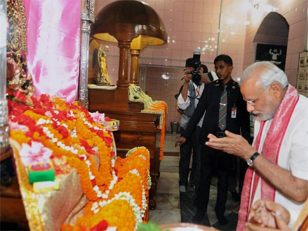 Narendra Modi Visits Dhakeshwari Temple