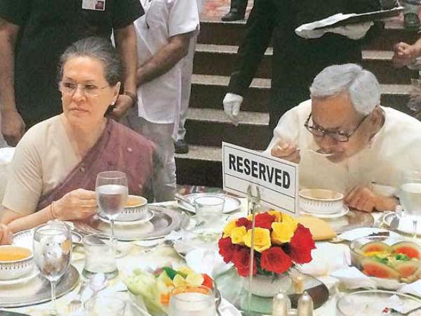 Pics Lalu Mulayam Cpi Skip Sonia Gandhi Iftar Cement Opposition Unity