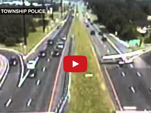 Video Plane Makes An Emergency Landing On The Road