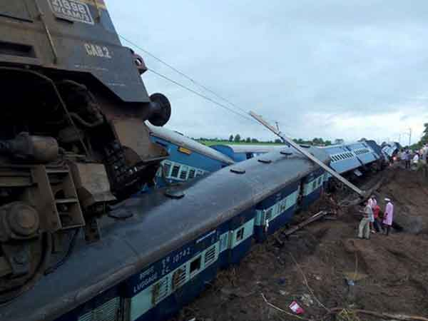 Video Kamayani Express Train Accident Train Fell River 25 Dead