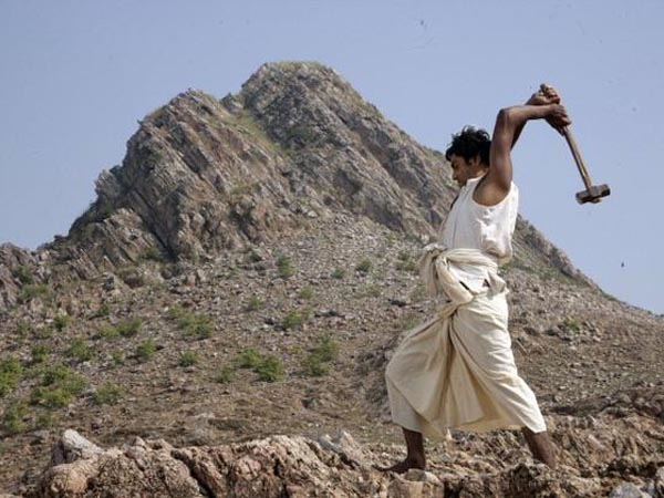 Manjhi The Mountain Man Movie Review In Gujarati