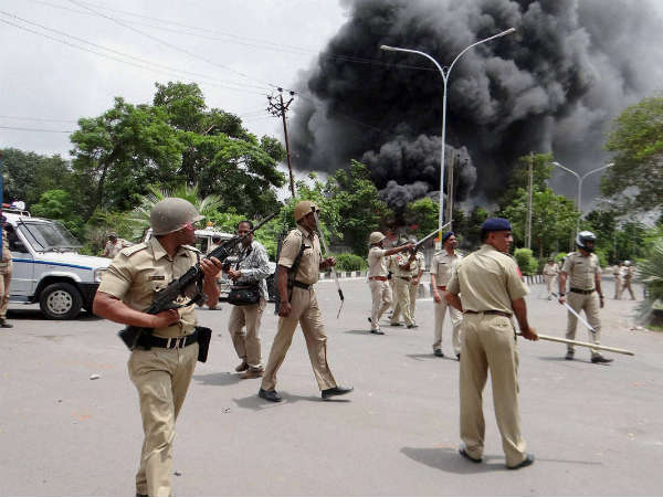 After Mobile Internet Whatsapp Sms Service Also Blocked Gujarat To Curb Violence