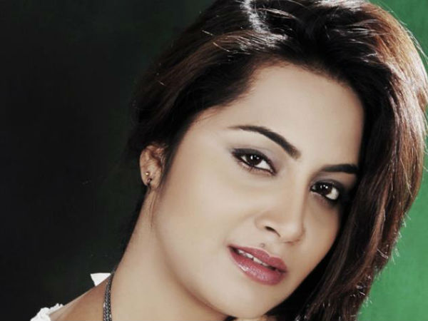 Radhe Maa S Associates Running National Sex Racket Says Arshi Khan