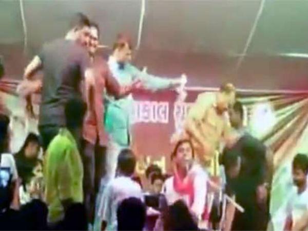 Watch Video Bjp Leader Seen Showering Money On Singer In Gujarat
