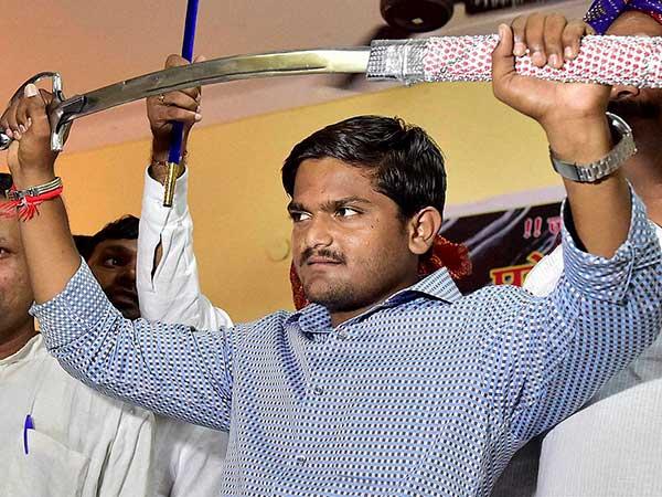 Hardik Patel Threatens Team India To Enter Into The Ground For Third Odi