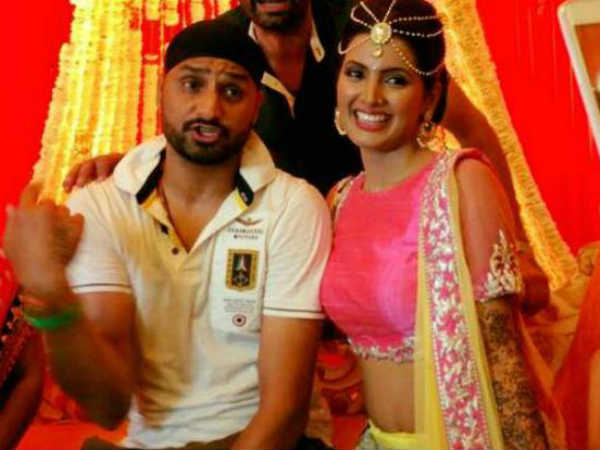 Harbhajan Singh Geeta Basra Wedding Pictures From Mehandi Bachelorette Party