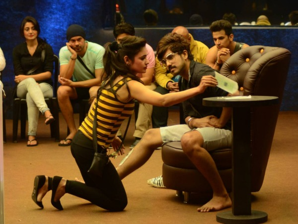 Bigg Boss 9 S Suyyash Rai Slept With Old Aunty Rs 40