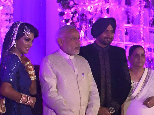 Pics Pm Modi Attends Harbhajan Singh S High Profile Wedding Reception
