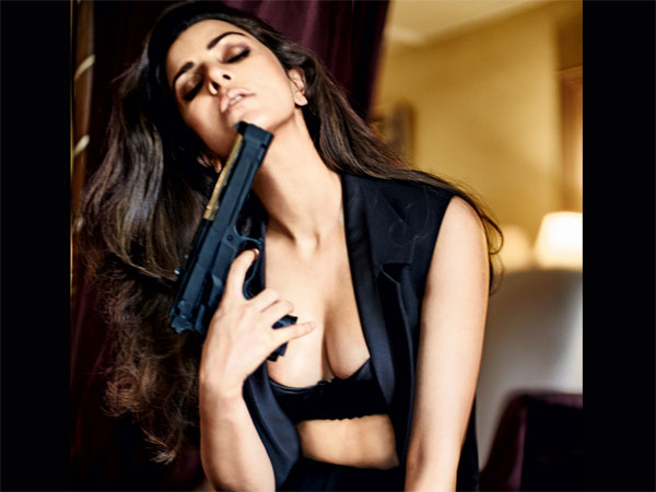 Nimrat Kaur Looking Smoking Hot Lingerie On Fhm Cover 028396 Pg