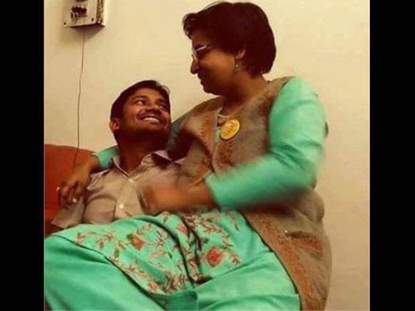 Jnu Teacher Sitting In Kanhaiya Kumar S Lap Photo Goes Viral