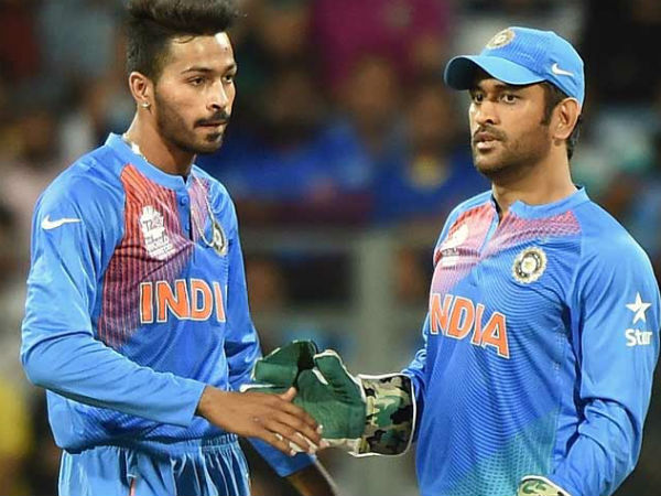 T 20 World Cup Dhoni Reveal What He Said Hardik Pandaya In Last Over