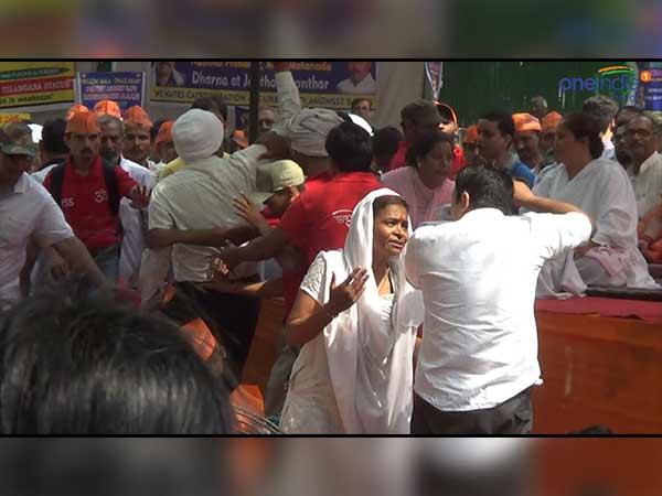 Asaram Bapu Supporters Protest Turns Violent At Jantar Mantar