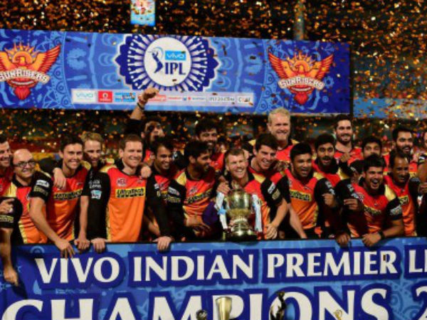 Srh Players Celebrate The Winning Trophy Ipl 2016 After Beating Rcb