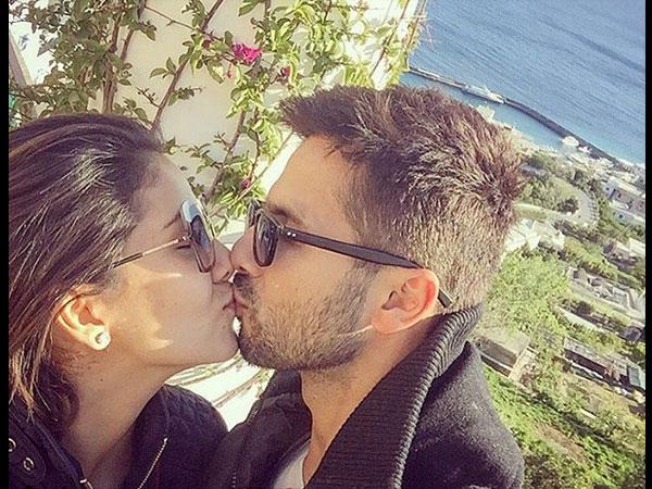 Shahid Kapoor Shares Liplock With Mira Rajput 029559 Pg