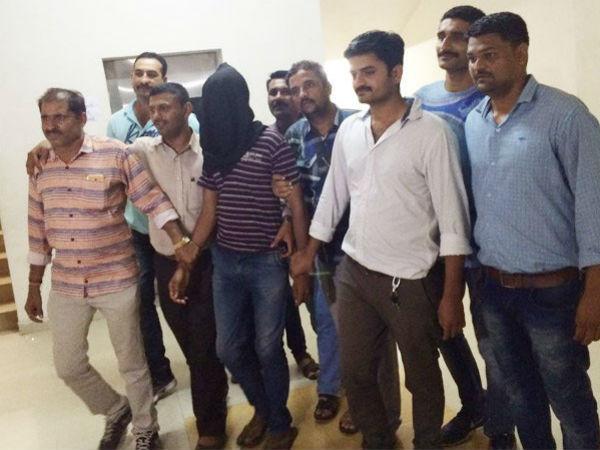Rajkot Stone Killer Arrested Police 029509 Pg