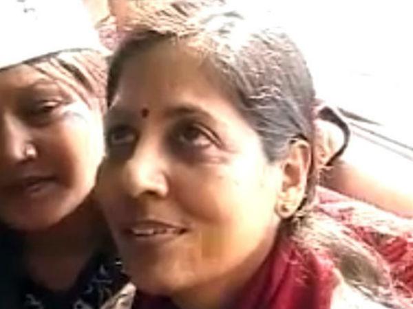 Delhi Cm Arvind Kejriwal Wife Sunita Takes Vrs Finance Ministry Job