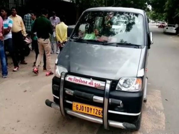 Ahmedabad 5 Lakh Loot