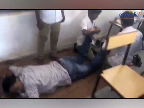 Chhattisgarh School Teacher Taking Massage From Students Video