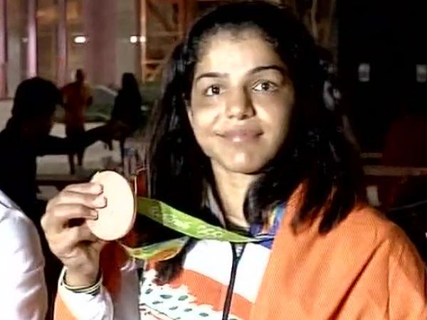 Sakshi Malik Medal Win Celebration Wishes Twitter India