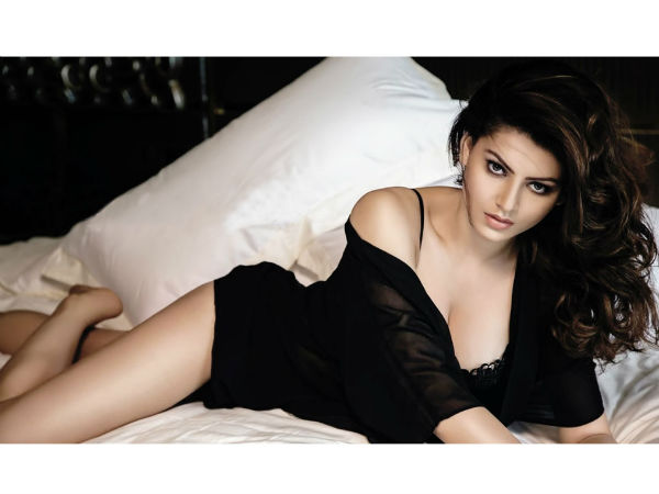 Urvashi Rautela Latest Hot Pics
