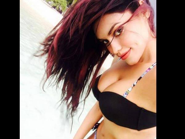 Ex Bigg Boss Contestant Gizele Thakral Hot Bikini Babe In Maldive