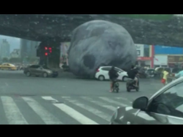 Viral Video What Happen When Moon Comes To Earth